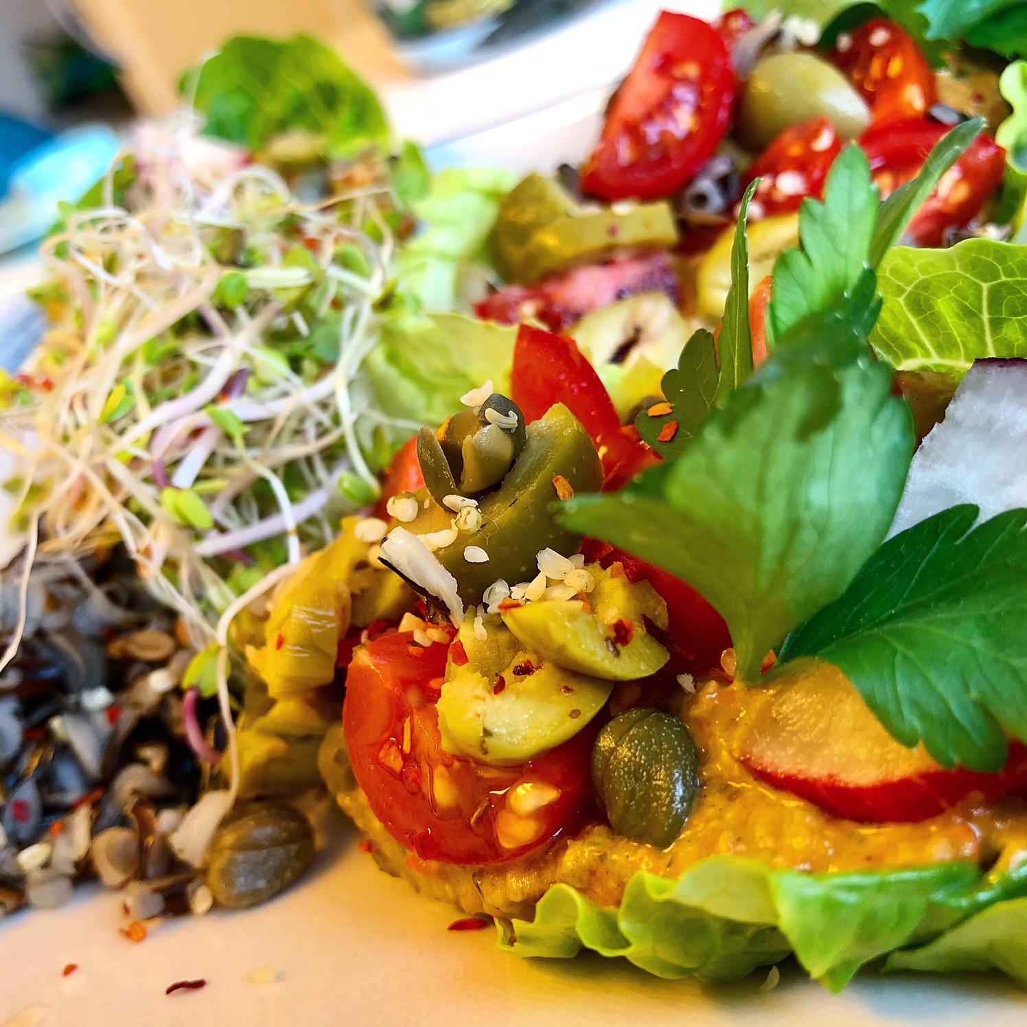 Deilig Og Mettende Salatwrap Med Hemp Og Paprika Pate!